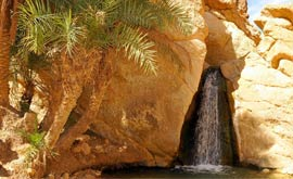 山脉绿洲和峡谷